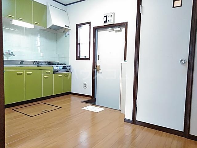 ストークハイツ中田 00202号室のリビング