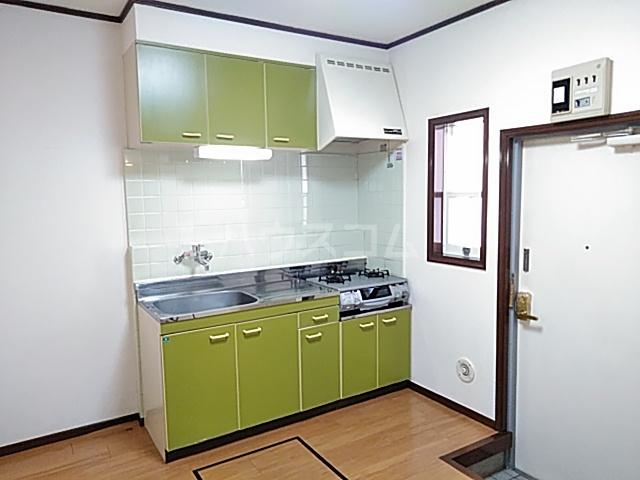 ストークハイツ中田 00202号室のキッチン