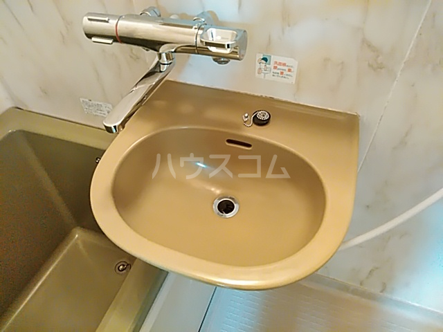 ストークハイツ中田 00202号室の洗面所