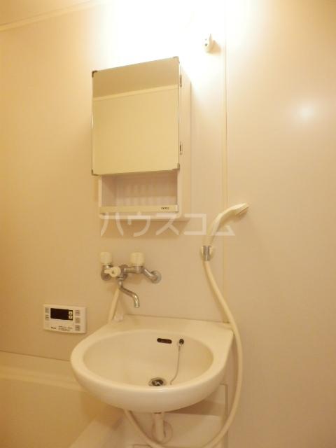 プティシャトレJIS 00302号室の洗面所