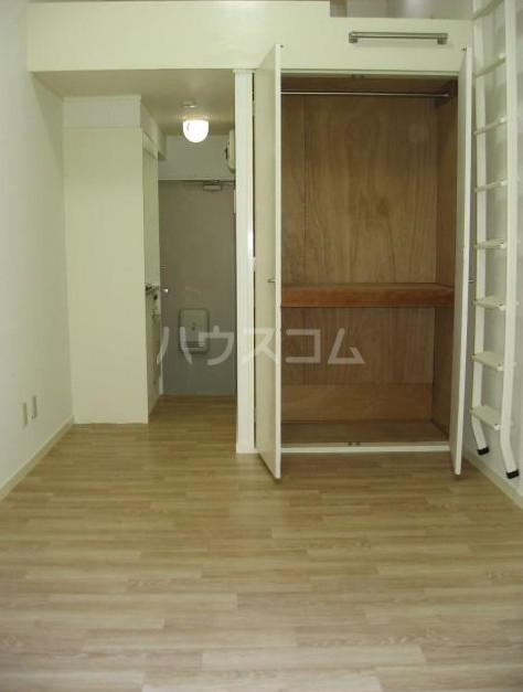 ニューメモリアルハイツ 103号室の玄関