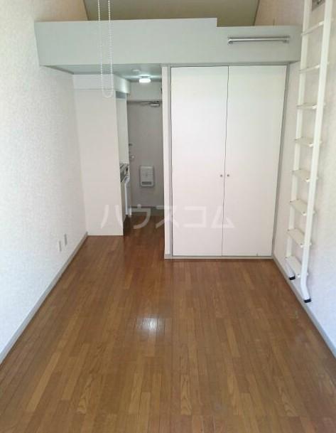 ニューメモリアルハイツ 205号室のリビング