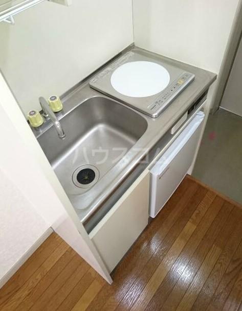 ニューメモリアルハイツ 205号室のキッチン