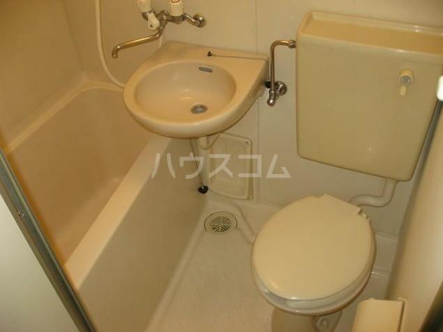 ニューメモリアルハイツ 205号室の洗面所
