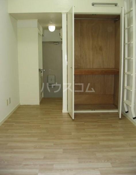 ニューメモリアルハイツ 205号室の玄関
