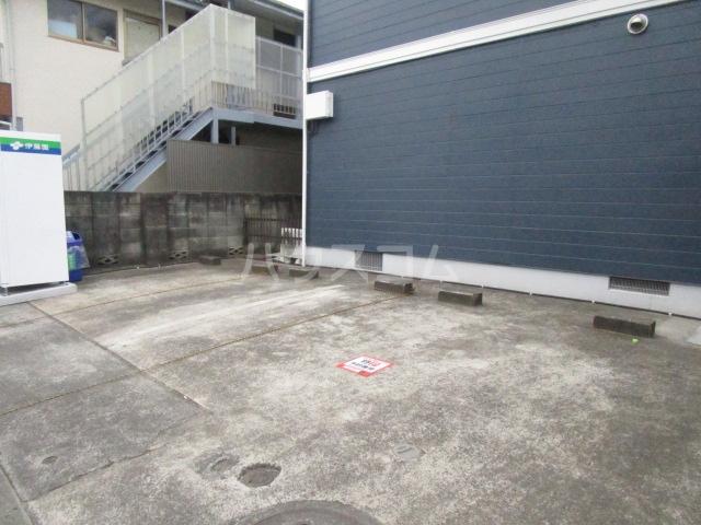 フルーレ国分寺 201号室の駐車場