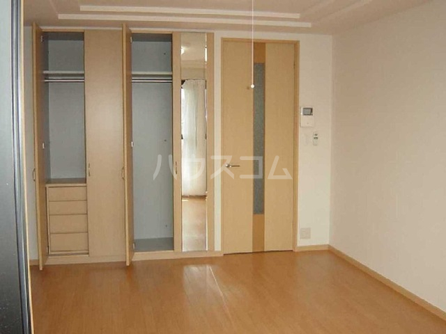 ペティハウス弐番館 00101号室の収納