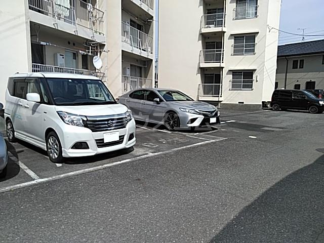 不二見シュロス A-3号室の駐車場