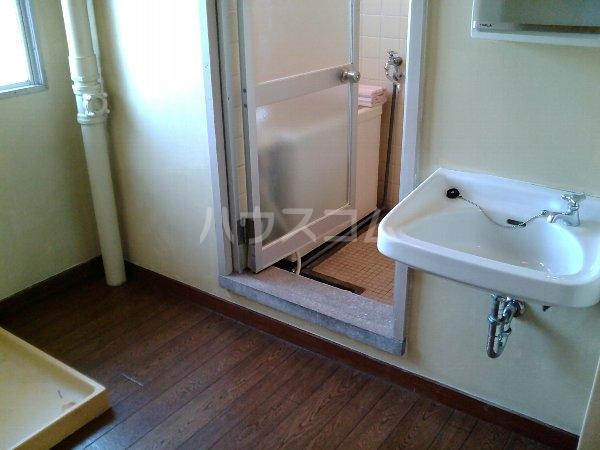 山梨マンション 1-A号室の洗面所