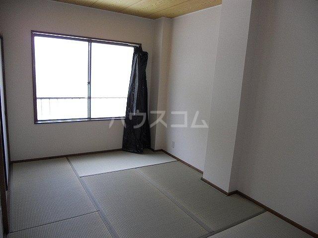 レジデンスヨコヤマ 303号室の居室