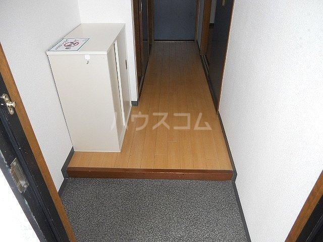 レジデンスヨコヤマ 303号室の玄関