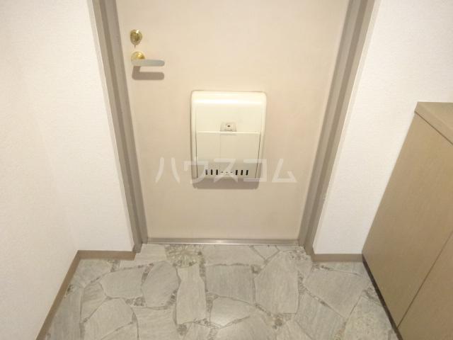 クレセントメゾンドール 202号室の玄関