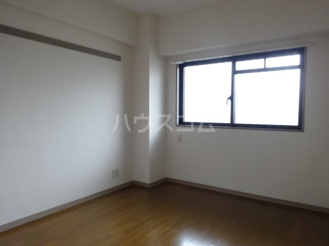 クレセントメゾンドール 202号室の居室
