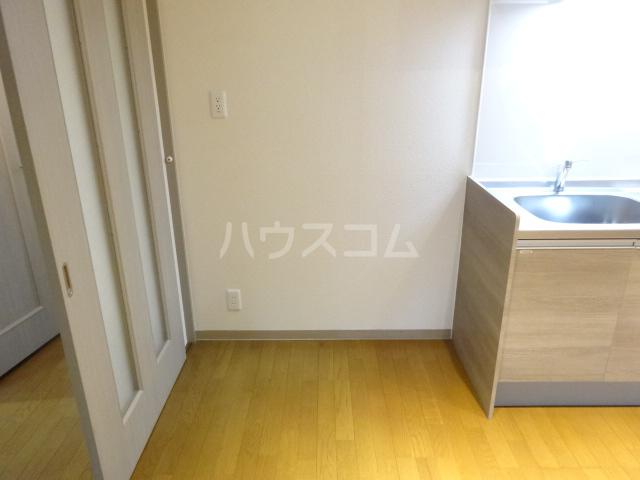 クレセントメゾンドール 202号室のリビング