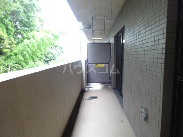 クレセントメゾンドール 202号室のバルコニー
