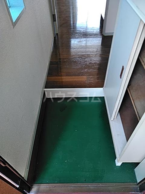 グレースコート 101号室の玄関