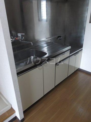 コスモスハイツ 302号室のキッチン
