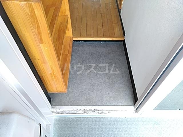 大西マンション 302号室の玄関