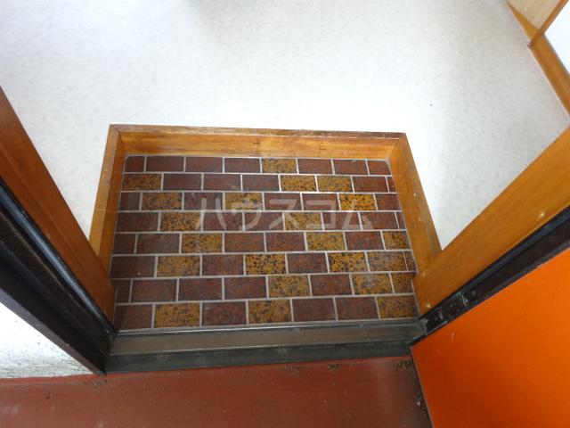 楓荘 201号室の玄関