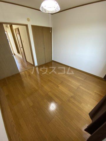 サマックス青島 203号室のリビング