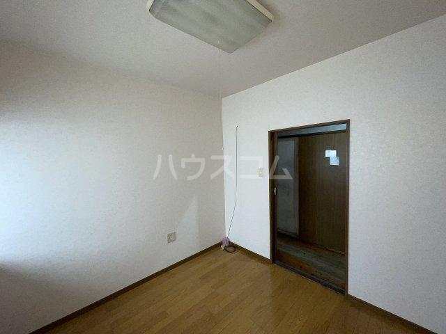 岡本荘 7号室のリビング