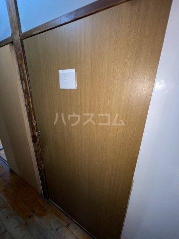 岡本荘 7号室のエントランス