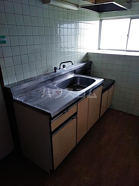 コーポラスシャロー 102号室のキッチン