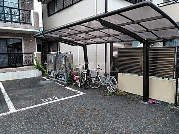 キューラティフⅠ 132号室の駐車場