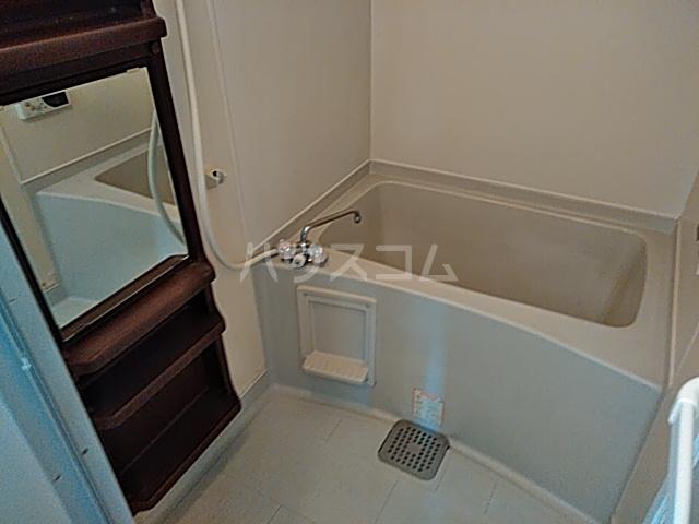 タウンコートダイキ 302号室の風呂