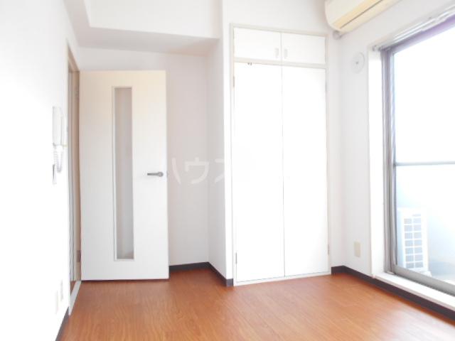 ブランニュー美しが丘 304号室の玄関