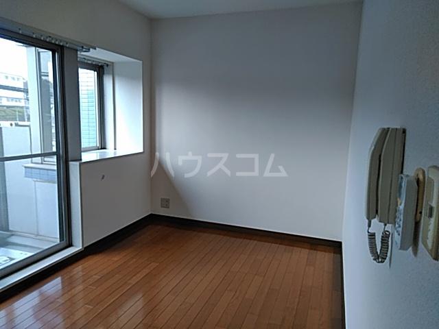 ブランニュー美しが丘 402号室の居室