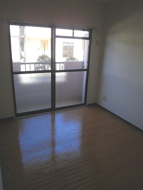 グランシャリオ 306号室のリビング