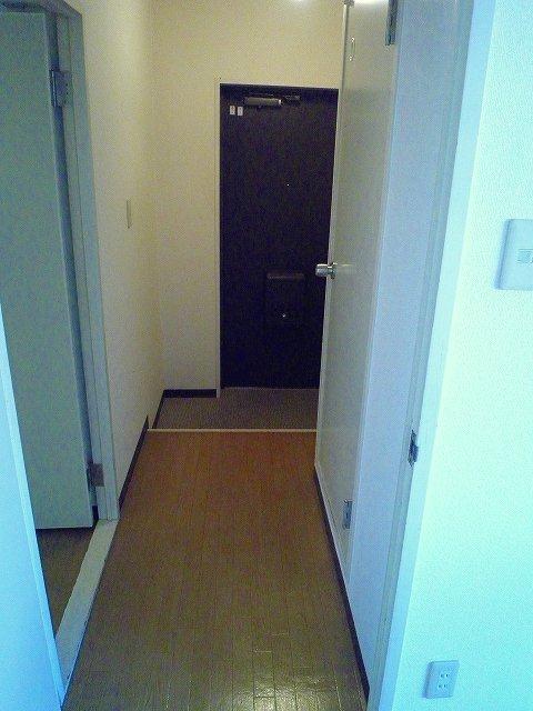 グランシャリオ 306号室の玄関