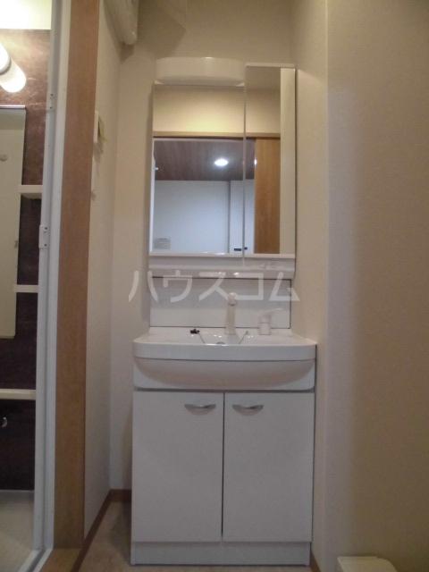 彩館 205号室の洗面所