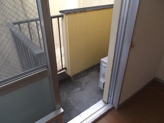 ローズガーデン銭座町 401号室のバルコニー