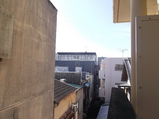 ローズガーデン銭座町 401号室の景色