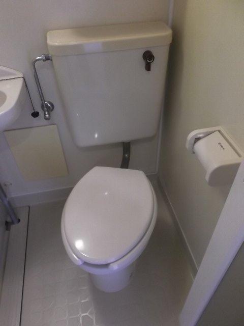 ローズガーデン銭座町 401号室のトイレ
