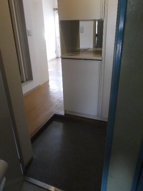 ローズガーデン銭座町 401号室の玄関