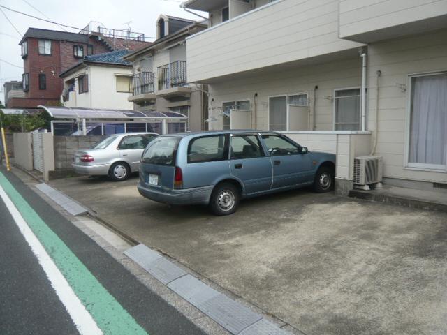 メゾンフジ 102号室の駐車場