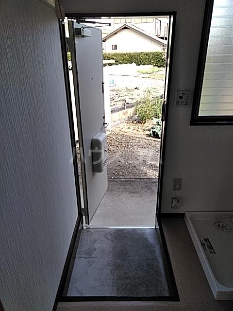 ラビットハウス 101号室の玄関