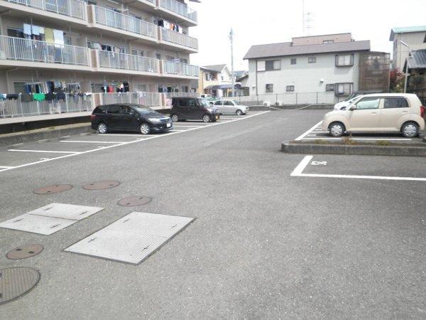 グラースHY 303号室の駐車場