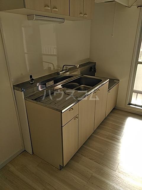 ハイデンス青木 102号室のキッチン