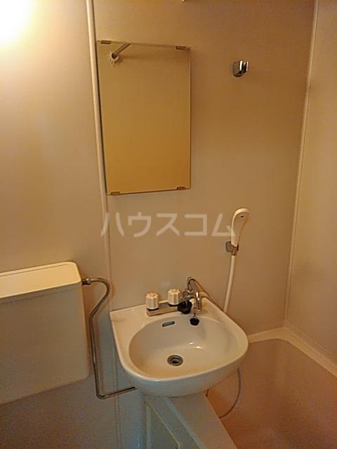 メゾンノース 101号室の洗面所