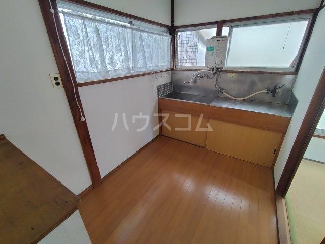 第三川端荘 201号室の居室