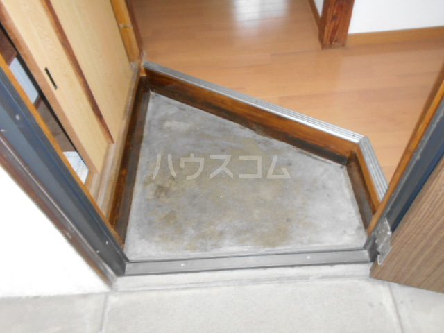 第三川端荘 201号室の玄関