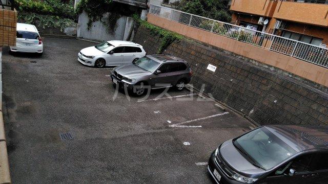 パストラル田奈 302号室の駐車場