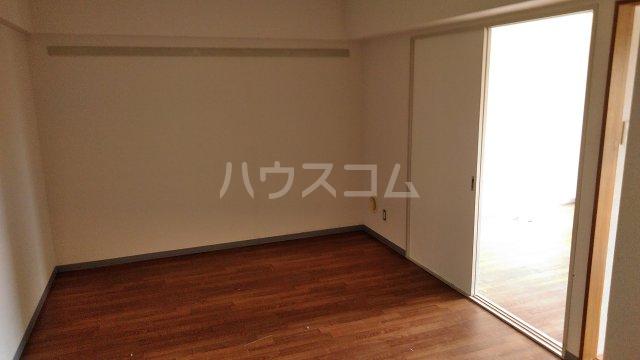 パストラル田奈 302号室のリビング