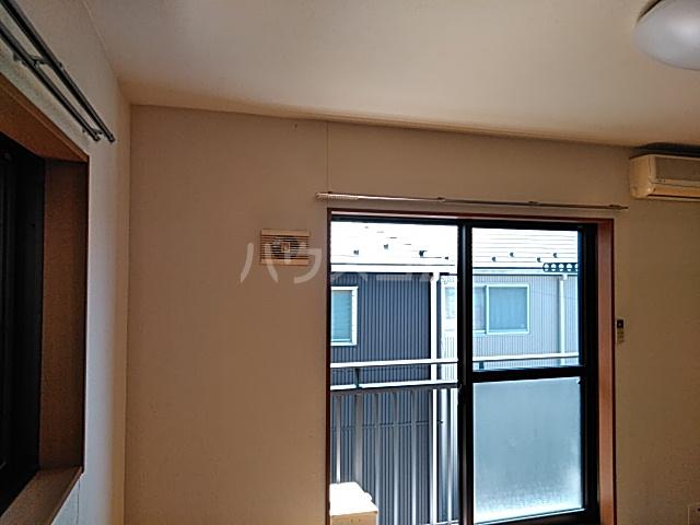 グリーンヒルズ 201号室の居室