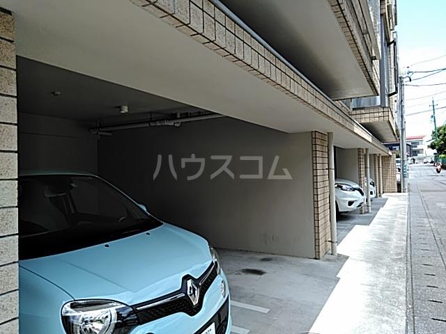 パークサイドⅢ B2号室の駐車場