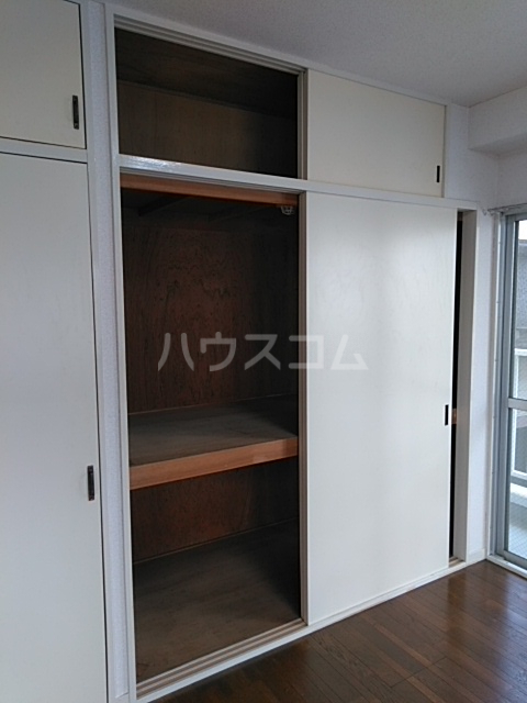 サンホワイト行徳 201号室の収納